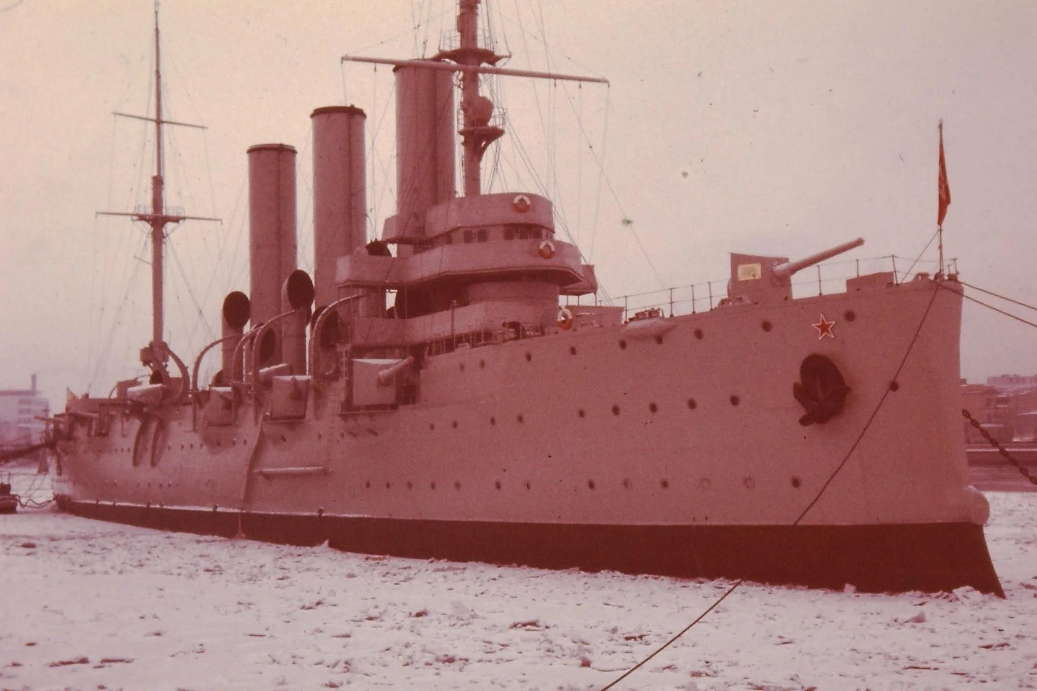 32. Крейсер «Аврора», с которого 25 октября 1917 года был произведен выстрел