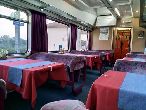 Speisewagen der slowenischen Eisenbahn. EC Emona auf dem Weg nach Wien