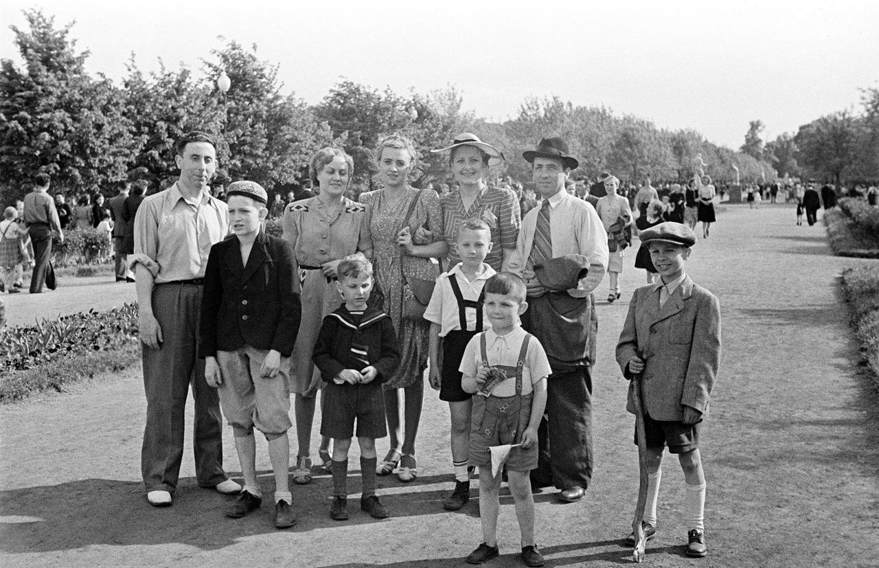 1946. Неспешные прогулки в Парке Горького