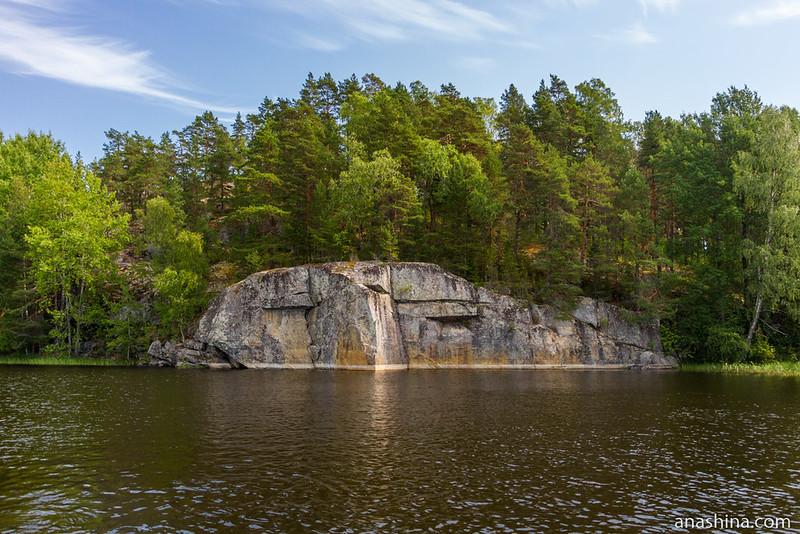 Скала на острове Манкатсимансаари, Ладожское озеро