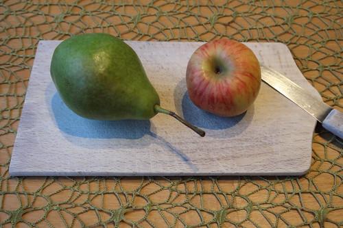 Kleine Birne und kleiner Apfel