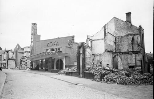 Hommelstraat met de winkel van KOFA 1945