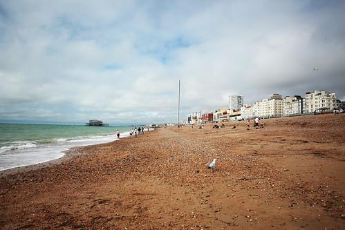 La spiaggia di sassi e ghiaia