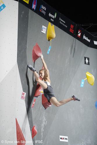 ifscwch-innsbruck-bouldersemifinals-women-friday-036-D85_2547