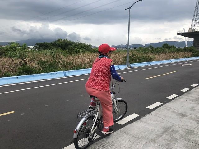 延平北路五段,關渡騎自行車 (7)