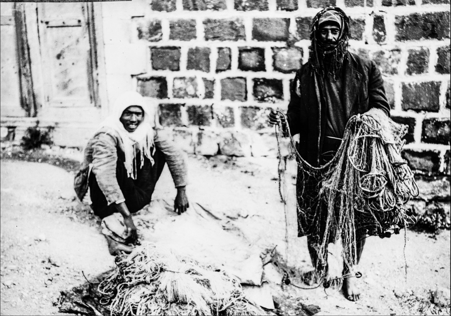 Портрет двух мужчин на улице в Шхеме