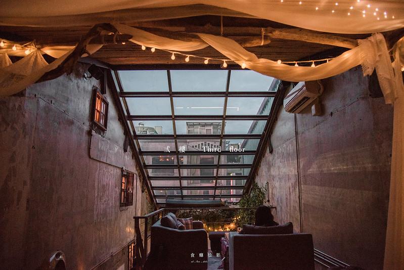 台北酒吧 弎樓 Third floor-在老舊的日子裡尋覓微醺的時間,我們在靠近天空的屋頂上飲酒 通化街、信義安和 @ 食癮,拾影 :: 痞客邦