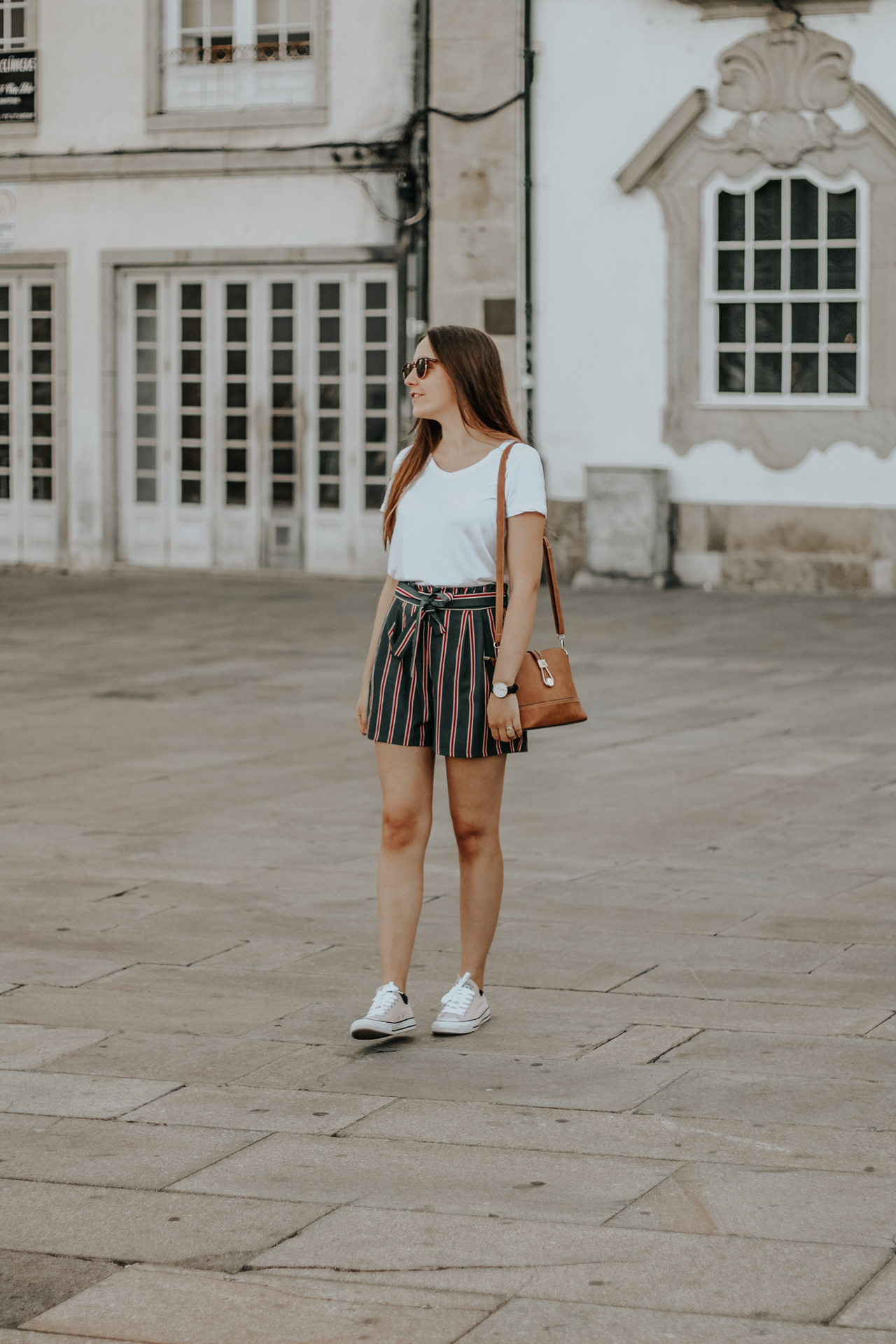 outfit_stripped_shorts_tiffosi_white_shirt_lefties_converse_allstar