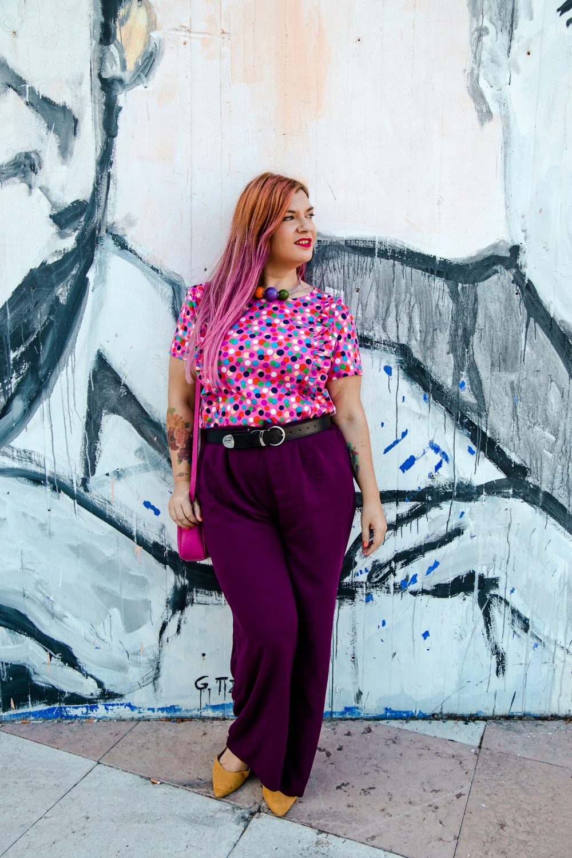 outfit plus size curvy tshirt artigianale misstufi panta palazzo viola (4)