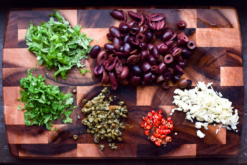 Vegansk spaghetti puttanesca ingredienser