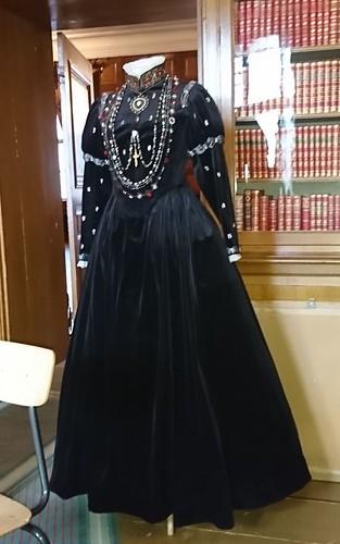 Uppsydd efter Katarinas klänning