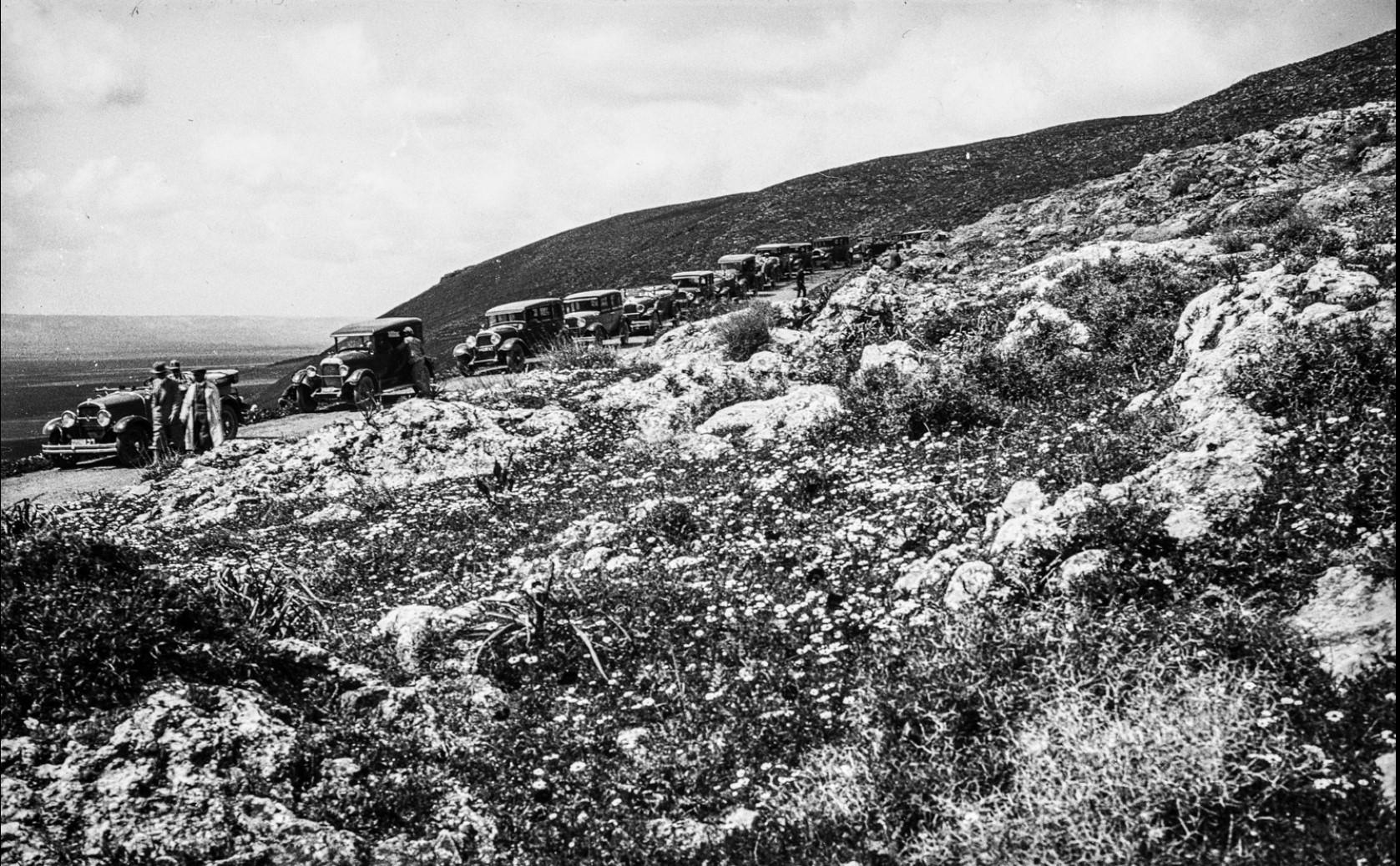 Автоколонна на северном склоне Изреельской равнины