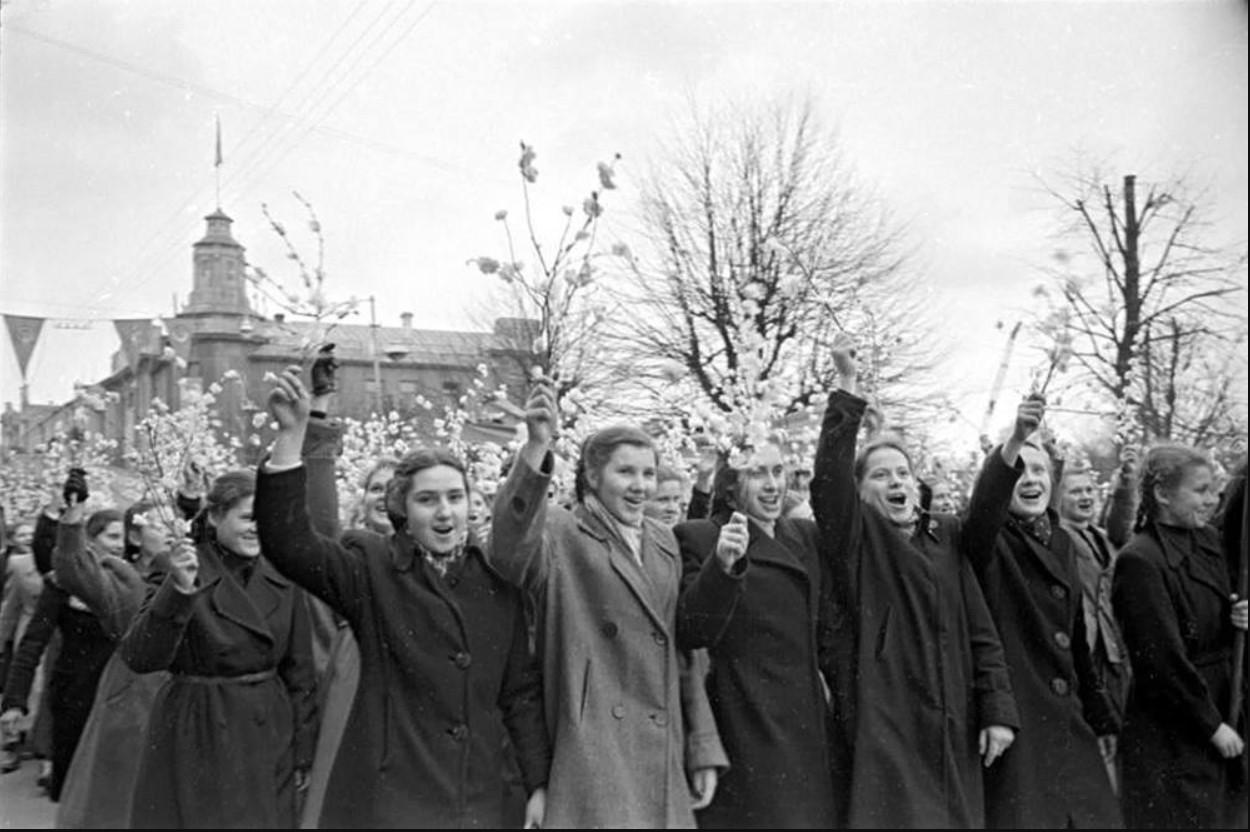 1951. Первомайская демонстрация в Вильнюсе.1