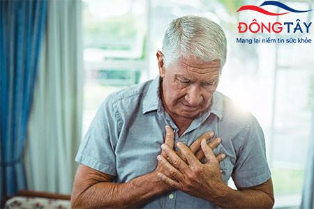 Khó thở, tim đập nhanh, đau tức ngực là dấu hiệu cảnh báo hở van 3 lá chuyển nặng.
