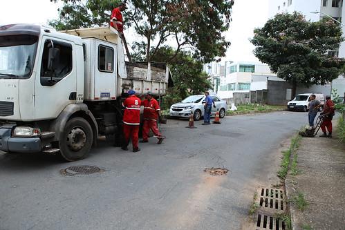 Visita técnica para verificar as condições do asfalto na localidade, devido à reclamação dos moradores referente à qualidade da via - Comissão de Desenvolvimento Econômico, Transporte e Sistema Viário