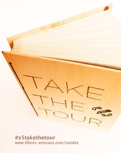 Detall de la construcció artesanal de la Sonda de Paper itinerant Take The Tour, de Ferran Cerdans Serra.