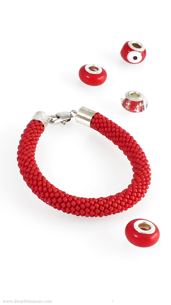 Exquisite Red Beaded Bracelet