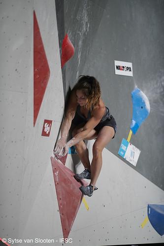 ifscwch-innsbruck-bouldersemifinals-women-friday-028-D85_2416