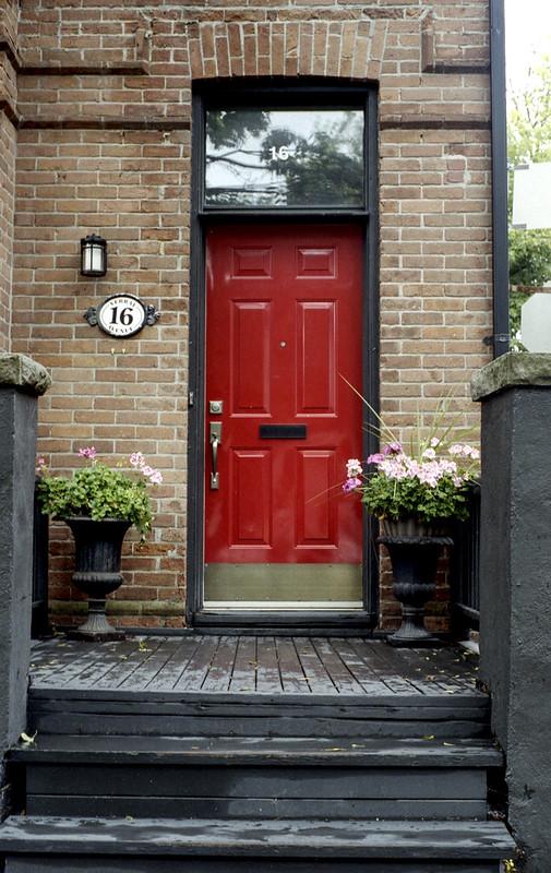 16 Red Door