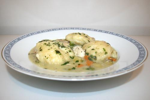 61 - Chicken vegetable stew with dumplings - Side view / Hähnchen-Gemüse-Eintopf mit Klößchen - Seitenansicht
