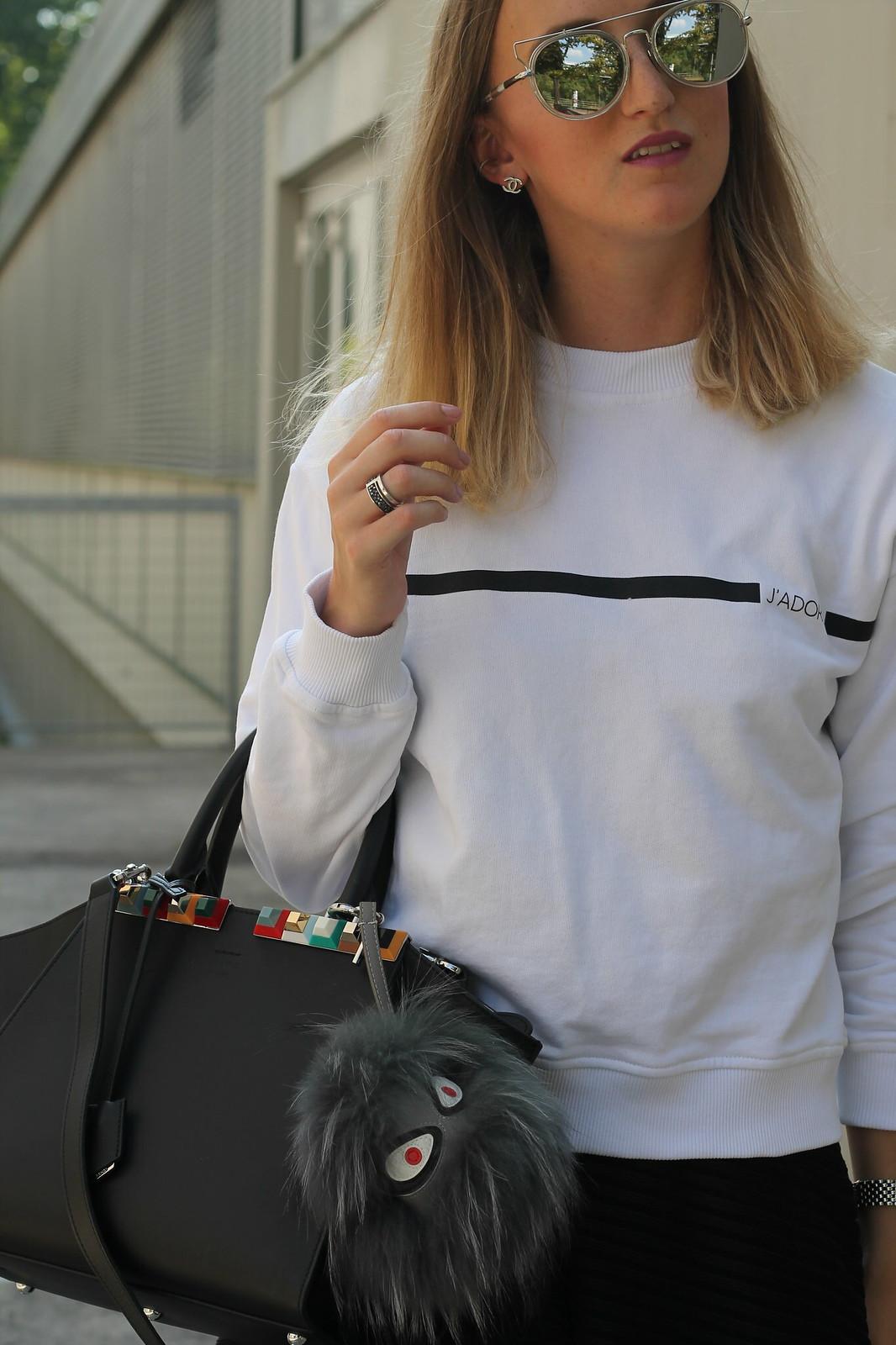 sweater-and-midi-skirt-details-wiebkembg