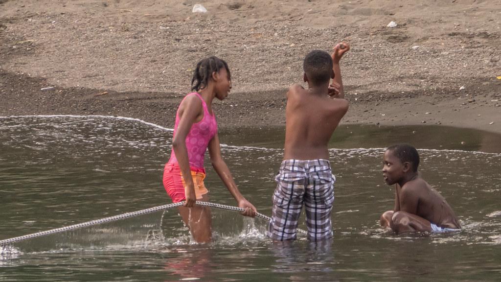 Les enfants de Cumberland Bay. 29347192257_9e13346476_b