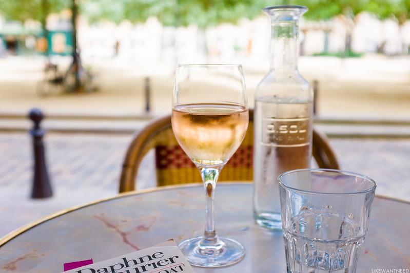 Rosé, Le Bar du Caveau