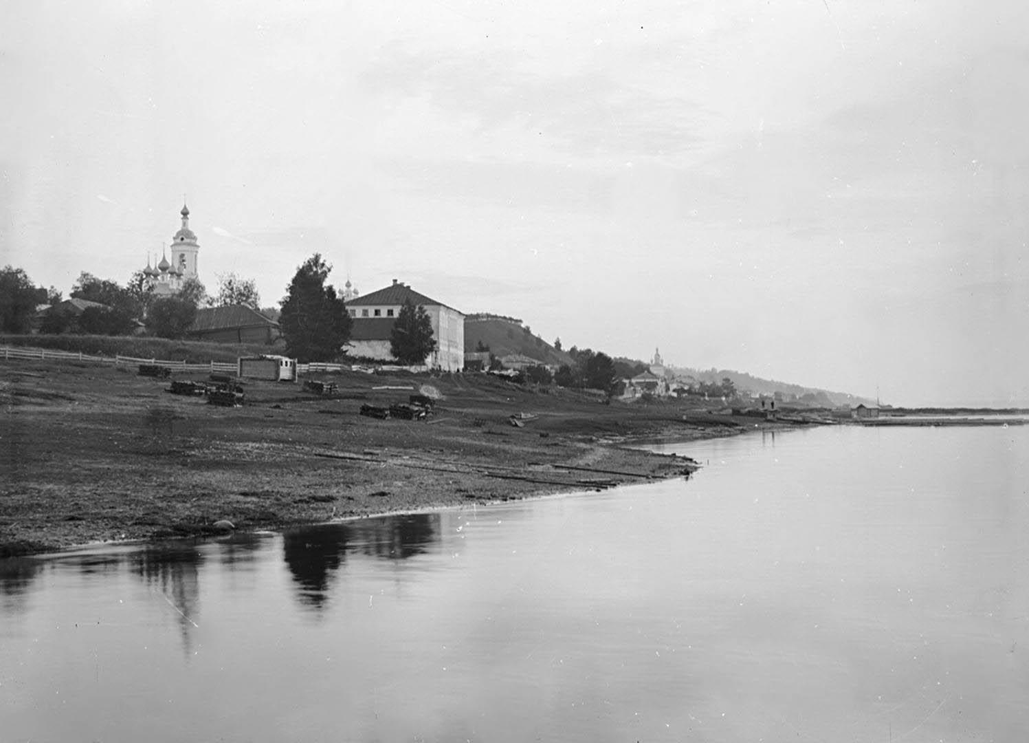 Общий вид города Плёса с реки Волги