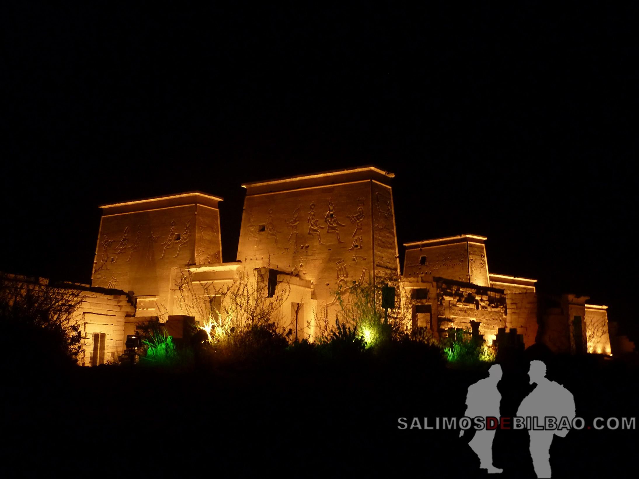 0564. Templo de Philae iluminado, Aswan