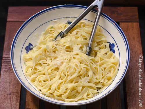 Pasta mit Butter und Parmesan (2)