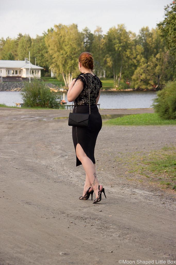 naisellinen tyyli, pukeutuminen, hame halkiolla