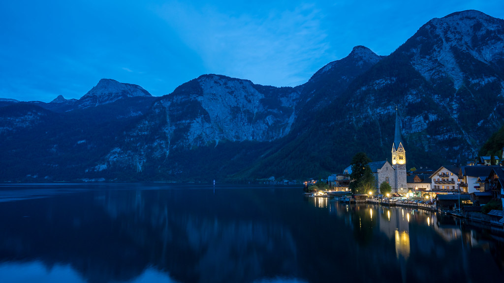 Hallstatt in the night