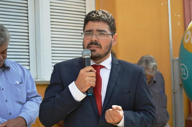 Prefeito Júnior Macedo entrega cinco novos veículos em solenidade alusiva ao '7 de Setembro'