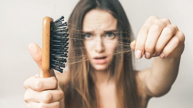 hormonális változások is okozhatnak hajhúllást