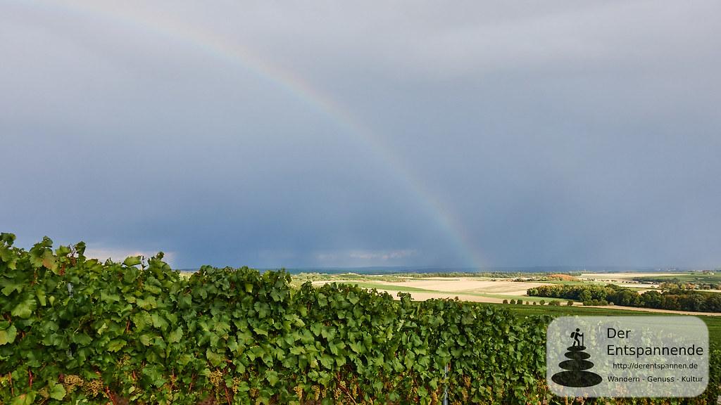 Regenbogen über dem Land der tausend Hügel