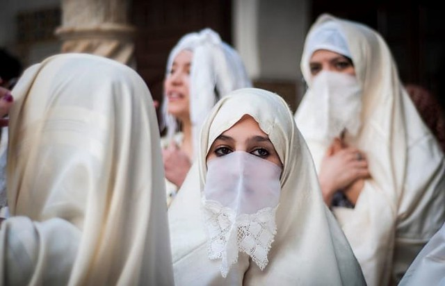 4632 Why are Algerian happy to see the Niqab of the first lady of Pakistan 02