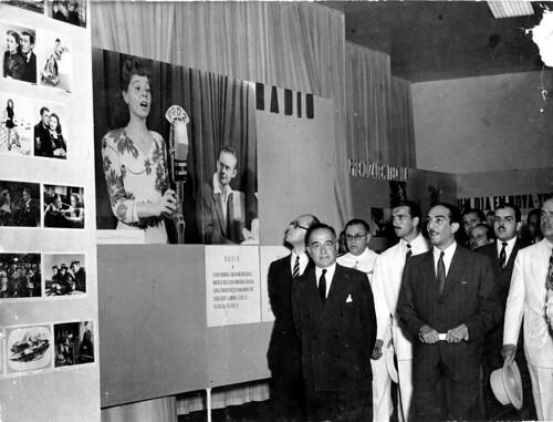 Getúlio Vargas, Gustavo Capanema e outros em visita à Exposição Nacional do Estado Novo 3