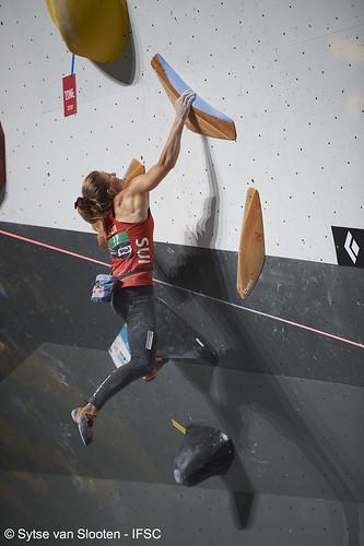 ifscwch-innsbruck-boulderfinals-women-friday-042-D4S_2421