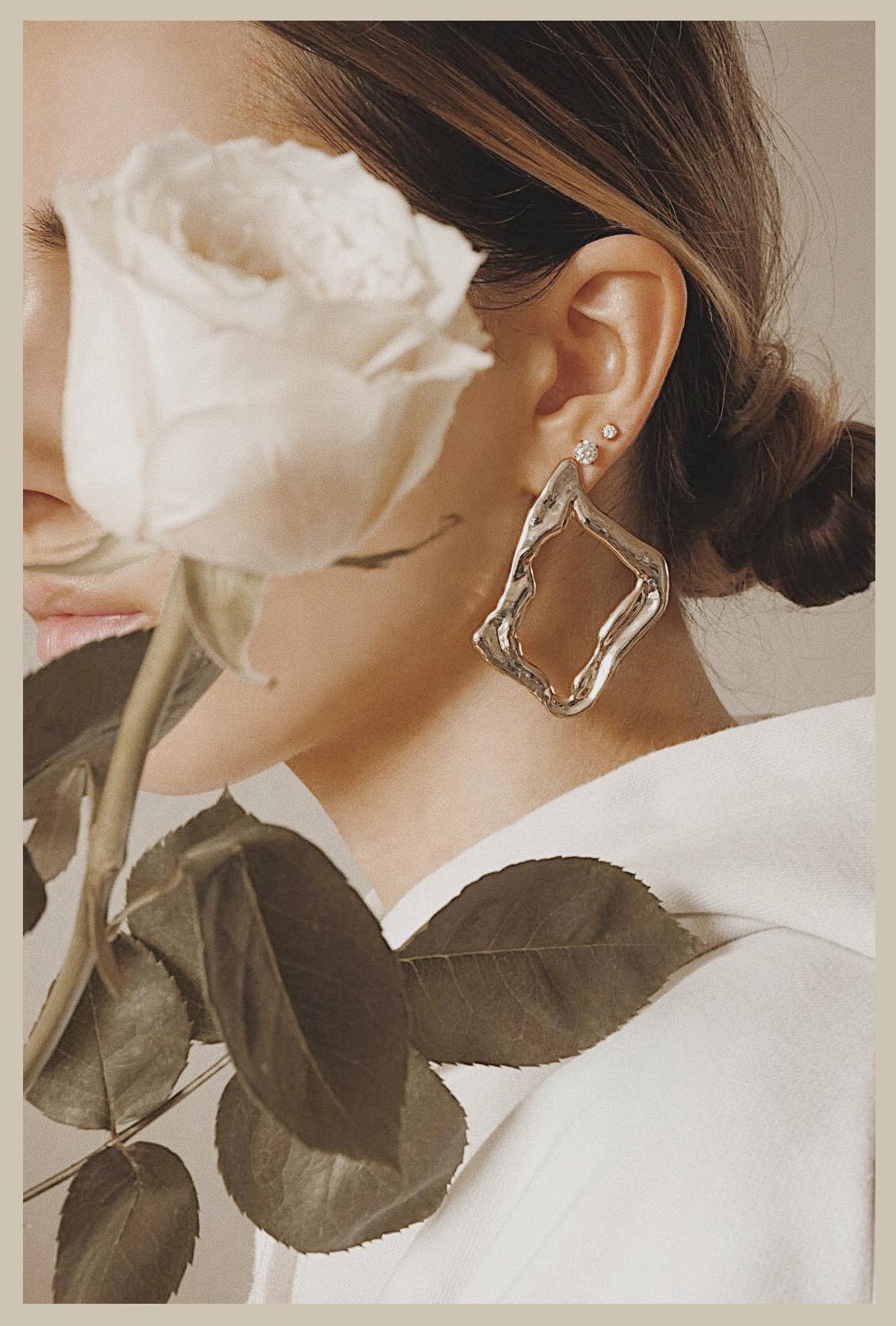 ana_luisa_earrings_roses_photoshoor_jewelry_jewels_the_white_ocean_lena_juice_08