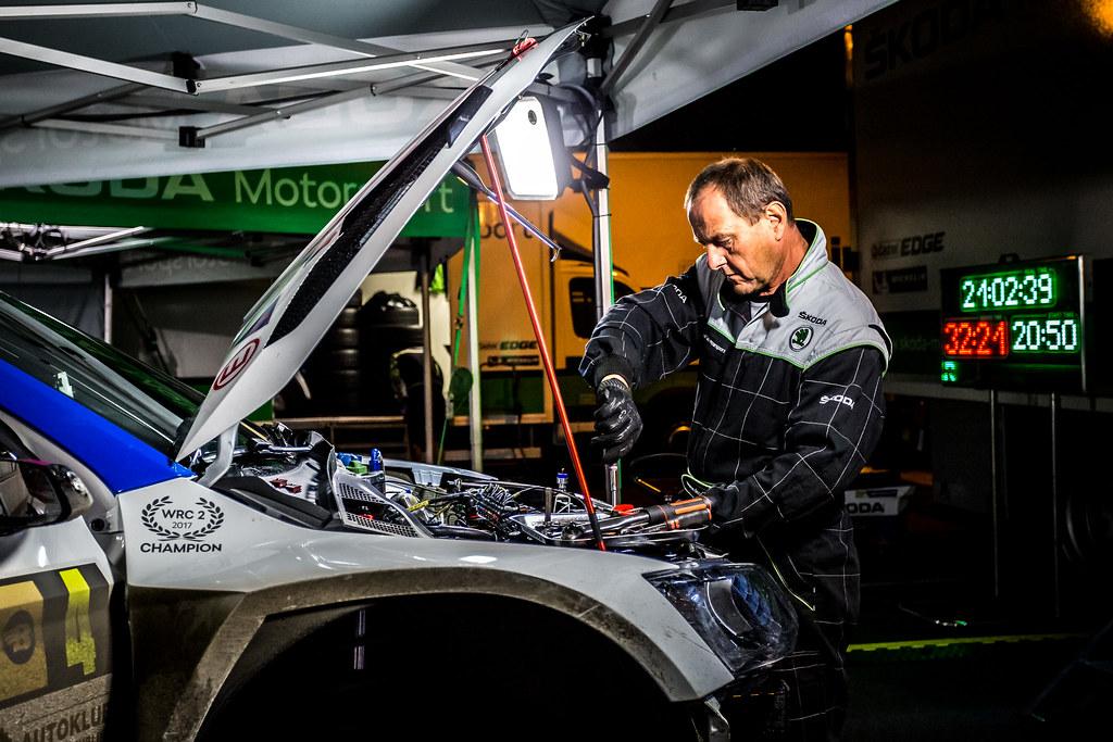 04 Kopecky Jan, Dresler Pavel, CZE/CZE, Skoda Motorsport, Skoda Fabia R5, mecaniciens mechanics, service during the 2018 European Rally Championship ERC Barum rally,  from August 24 to 26, at Zlin, Czech Republic - Photo Thomas Fenetre / DPPI