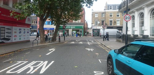 Caversham-KTR- cyclists can turn right