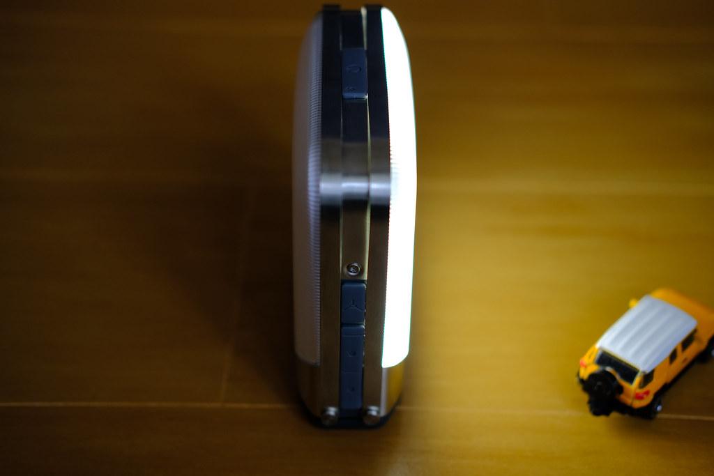 BioLite ベースランタン 片パネル点灯