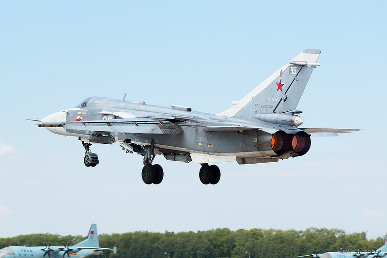 Sukhoi_Su-24M_RF-95088_95white_Russia-Airforce_009_D801262