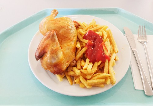 1/2 roast chicken with french fries / 1/2 Wiesn-Hendl mit Pommes Frites