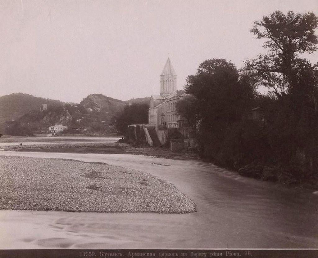 Армянская церковь на берегу реки Риони