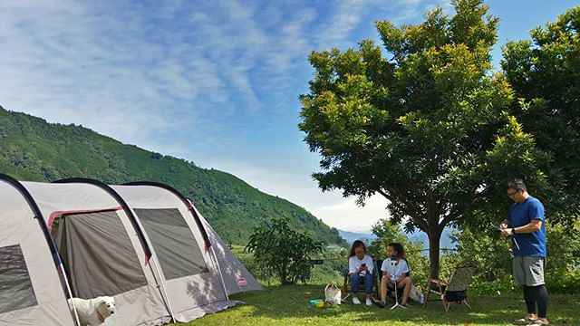 20181014 太陽很大 但風兒很涼 收帳好天氣️️️ #歐北露 #campinglife #ilovecamping #sunnydays #campingwithdogs #喜歡一家子 #姊妹淘