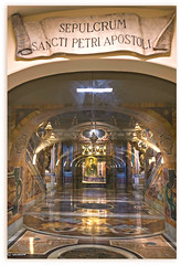 Tumba de San Pedro, Grutas Vaticanas, Basílica de San Pedro, Ciudad del Vaticano