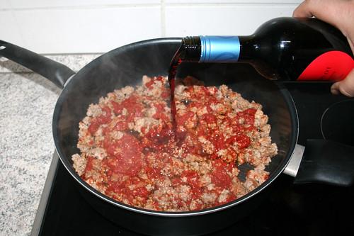 01 - Mit Rotwein ablöschen / Deglaze with red wine