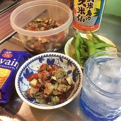 saba tartare-style❤︎this would've been better with baguette ・ ・ ・ #鯖缶 #ナス #トマト #ケッパー #バルサミコ酢 #紫玉ねぎ #ニンニク #ハッピー豆 #久米仙 #泡盛 #水割り #東京 #mackerel #eggplant #tomato #capers #balsamic #levain ##ルヴァン #クラッカー #awamori #kumesen #crackers #edamame #redonion