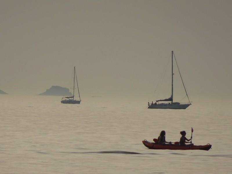 Pasan siluetas de barcos